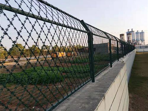 焊接刺网护栏
